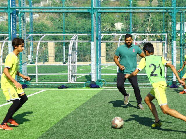 http://zincfootball.com/wp-content/uploads/2021/04/1.-Ashok-Chandna-min-640x480.jpg